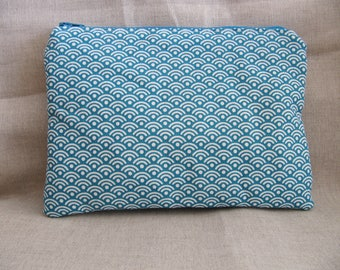 Flat clutch in cotton blue waves