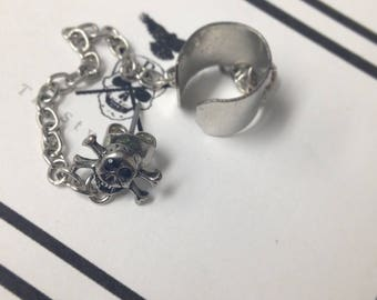 Skull/Skeleton Cuff and Chain Earring/Ear cuff/Faux jewelry
