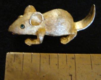 Vintage gold tone mouse brooch