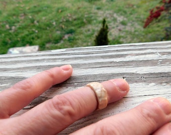 Deer Antler Midi Ring. Size 1.75 Top Knuckle Ring. Rustic . Natural antler. 4mm band