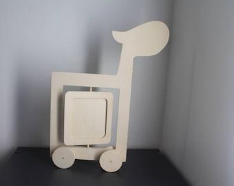 Giraffe figurine on wheels blank setting