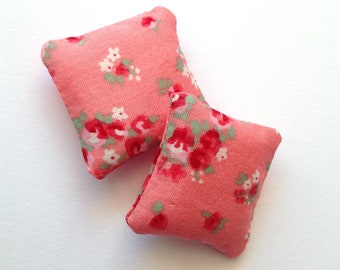 Floral mini pillows 1:12 scale, Dollhouse miniature cushions, set of two pink throw pillow, romantic dollhouse decor, ma14