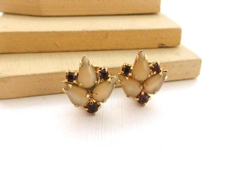 Vintage Cream Molded Glass Amber Rhinestone Gold Tone Small Clip On Earrings J43