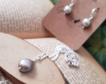 Lovely necklace set and natural freshwater pearl earrings/mother of the bride/mother of the Groom/invited Communion/christening.