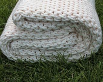 Super Chunky Wool Blanket / Wool Throw / Made to Order / Wolldecke / Tunisian Crochet Blanket /