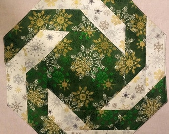 White and Green Snowflake Table Topper