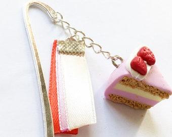 Bookmark hand Vanilla/Strawberry cake
