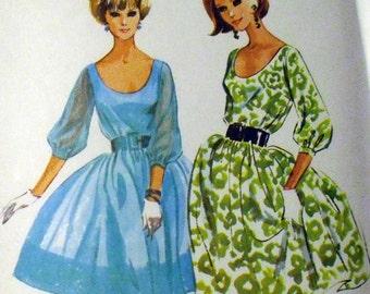 McCall's 7186 vintage full skirted bloused bodice dress pattern / Sz 12 / B 32 / 1964