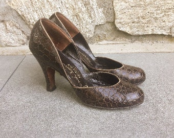 1940s alligator babydoll pumps, size 7.5M, d'orsay heels, babydoll heels, 1940s babydoll shoes, 1940s brown alligator heels, size 7 1/2 M