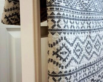 Boho Beach towel - Yoga towel - Soft Cotton towel - Geometric towel in white and black - Woven Double - sided towel  - Fouta - Beach Life