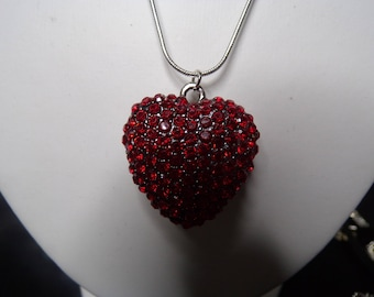 Red stones heart necklace