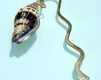 Seashell Bookmark - Gold metal - Coastal gift for avid readers