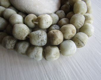 beige lampwork nugget glass beads , Opaque matte gritty cream tone ,  freeform organic shape , Indonesia - 15 to 19 mm (6  pcs) 7ab10