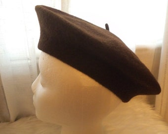 Vintage 100% Wool Beret Basque ~ French Chic Hat ~ 1960s Excellent condition
