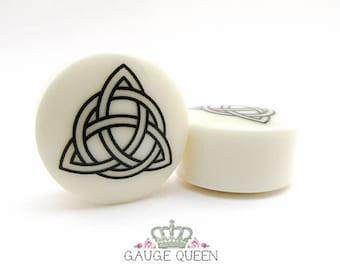 "Trinity Knot Plugs / Gauges. 4g /5mm, 2g /6.5mm, 0g /8mm, 00g /10mm, 1/2"" /12.5mm, 9/16"" /14mm, 5/8"" /16mm, 3/4"" /19mm, 7/8"" /22mm, 1""/25mm"