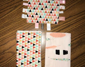 Taggie and Burp cloths set