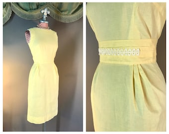 50s dress 1950s vintage YELLOW PASTEL EMBROIDERY white lace trim cotton hourglass dress