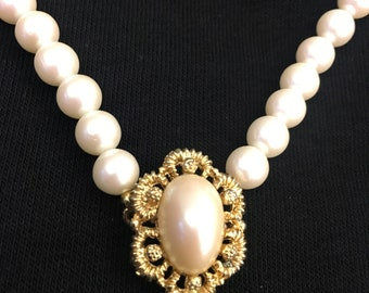Vintage Faux Pearl Necklace with Gold Accent