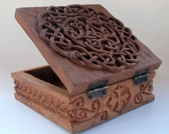 Celtic box Wood carving, Handmade woodcarving, 5,5 x 5,5 x 3,1 in.