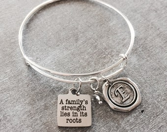 A family's strength lies in its roots, Mom, Grandma, Mama, Granny, Aunt, SIster, Daughter, Silver Jewelry, Silver Bracelet,