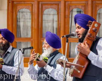 Sikh musicians at the Golden Temple, Amritsar | Photography print | Photo postcard