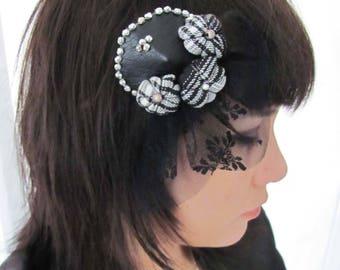 Bibi, pince à cheveux ronde rock,pin-up, faux cuir et dentelle