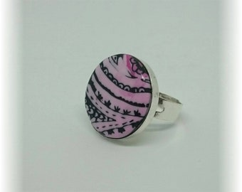 Black compositions and fuchsia - ring adjustable 19 mm