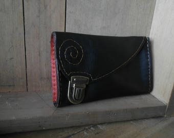 Thing gadget pouch, tobacco, black and red leather clip clasp