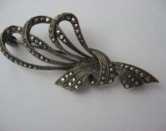 SALE Vintage Marcasite Silver Pin/ Brooch//Delicate Knot/Bow//Nicely Made Vintage Jewelry//Romantic Victorian Look//Collectible