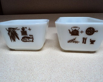 2 Vintage Pyrex Early American Refrigerator Dishes - 501 and 502