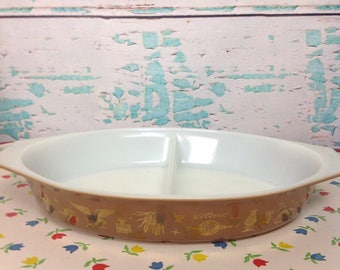 Vintage Pyrex Early American oval divided casserole dish No lid brown gold cat cats eagle kitchen Cooking Baking Chef Food storage