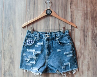 High waist vintage denim shorts | Ripped distressed shorts | Purple studded denim shorts | Unique hipster festival shorts