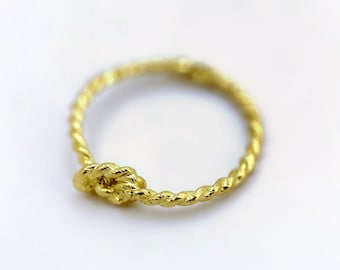 Pinky Promise Knot Ring - Gold Vermeil