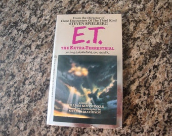 ET the Extra Terrestrial Screenplay Adaptation Book