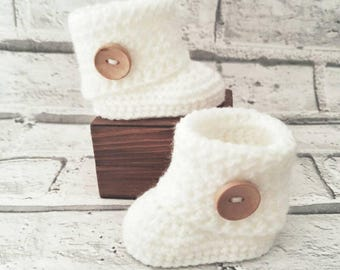 Baby boots, baby booties, white boots, white baby boots, white booties, white baby booties, crochet booties, baby gift, baby shower gift