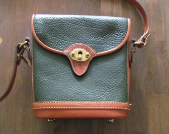 Vintage DOONEY AND BOURKE All Weather Leather Green Cross Body Purse Mint Condition