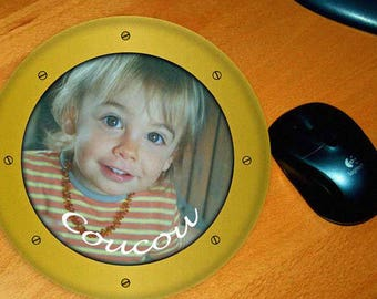 Mouse pad shaped window personalized with photo and text of your choice