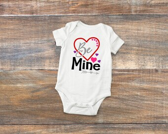 """Valentines baby bodysuit """"Be mine"""", baby clothes, baby body suit, cute Valentine's bodysuit for baby, gift for baby, baby shower gift"""