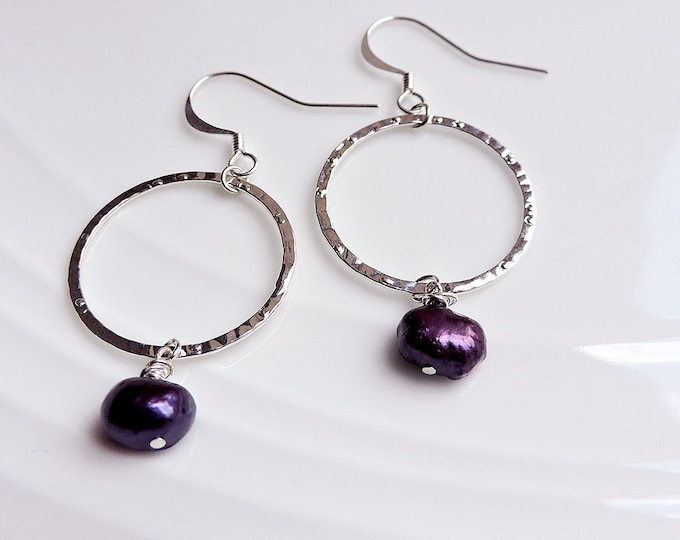 Purple Pearl & Silver Hammered Hoop Hook Earrings - Freshwater pearl, dark amethyst plum wedding bridal silver ring circle earwire earrings