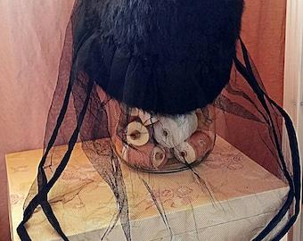 Antiker Damen Hut aus Kunstfell mit feinem Tüll Schleier, Jugendstil Trauer-Hut, Witwe