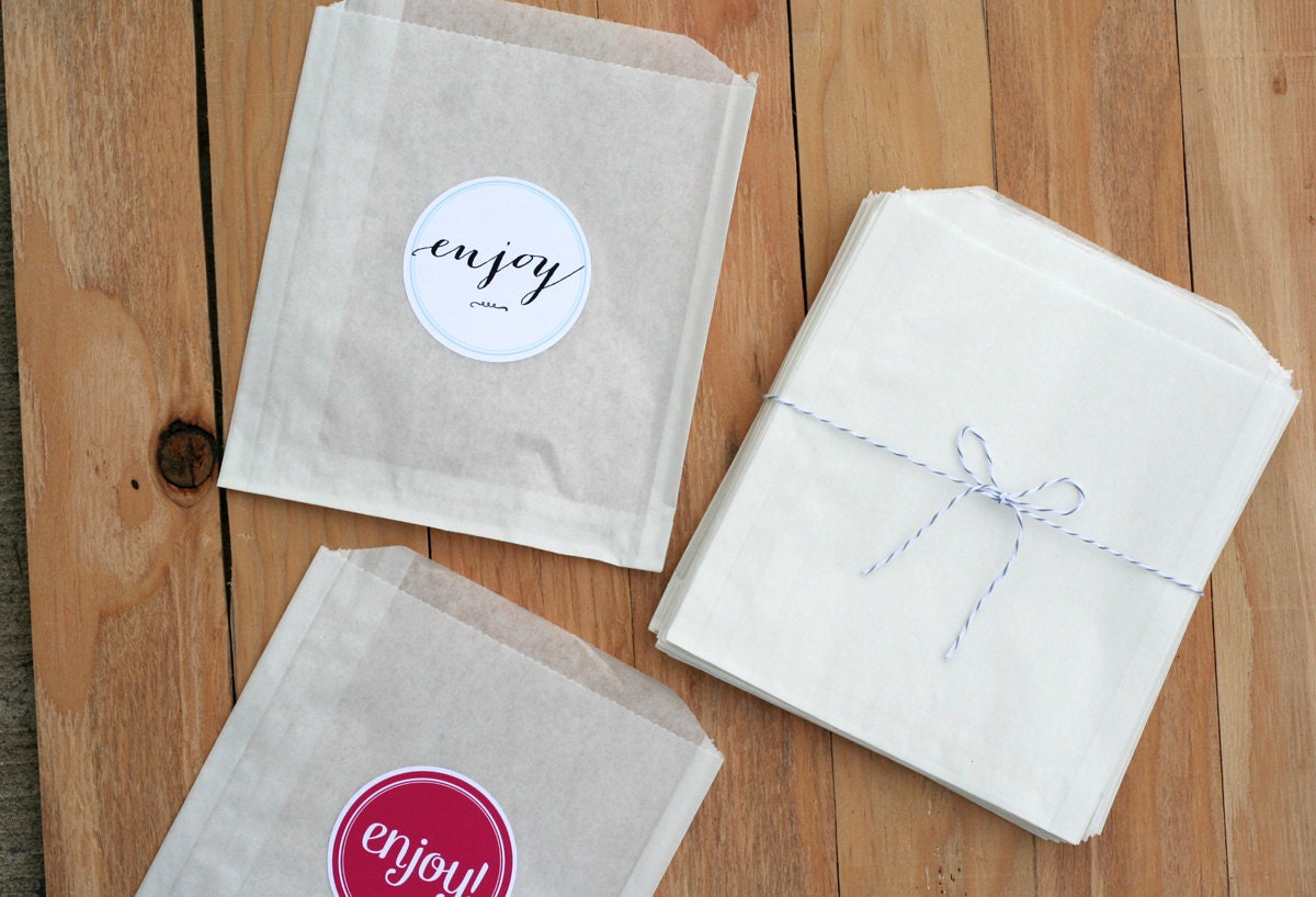50 Treat bags / Candy Bags / Favor Bags / Paper Bags / Wedding