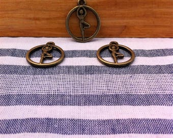 4 zen charms pendants in the center of a yoga pose circle, bronze