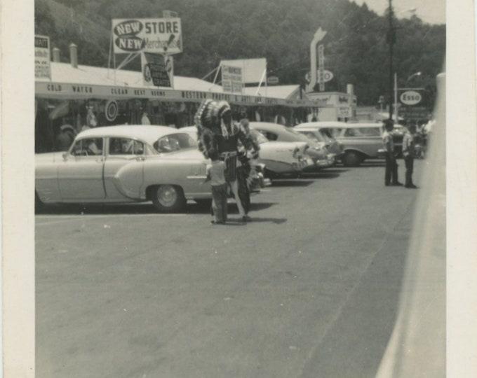 Vintage Snapshot Photo: Roadside Attraction, 1950s [86694]