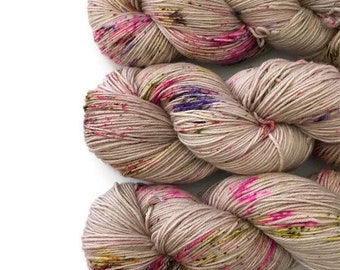 Hand dyed 19.5 micron Superwash Fingering 100% extra fine Merino Wool