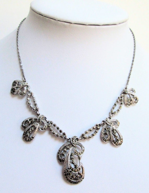 Gorgeous vintage Deco silver metal & marcasite pendant necklace