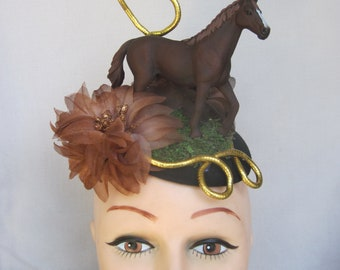 English Thoroughbred Mare Headpiece for Horse Racing