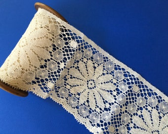 Lovely Piece of Wide Vintage Lace Trim with Daisy Design