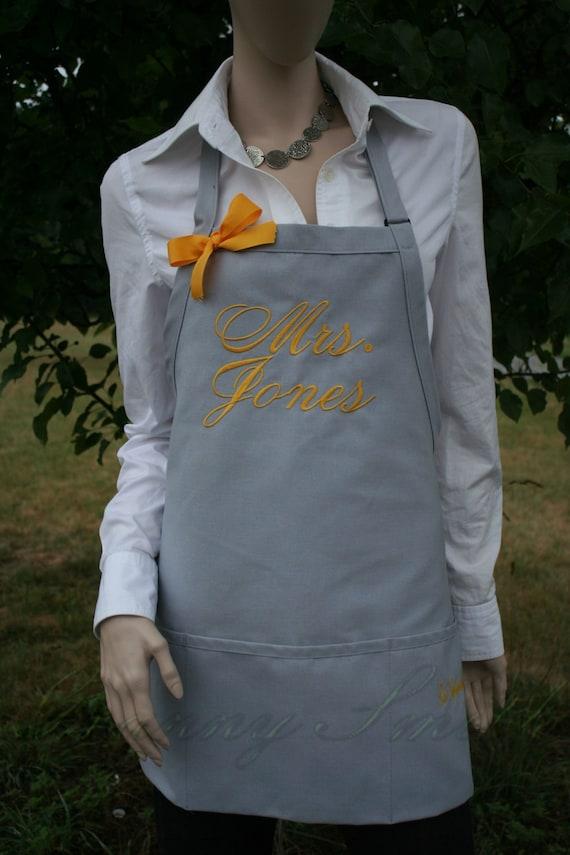 """A very UNIQUE 3 pocket """"Mrs"""" Apron. Embroidered """"Estd. date"""" on 1 of the pockets!!! Your color choice. Bow or not (24""""L x 28""""W) Wedding date"""