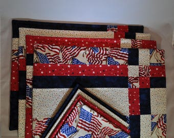 American Flag placemats with napkins