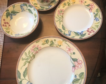 Rare Johnson Brothers Spring Medley 5 Piece Place setting
